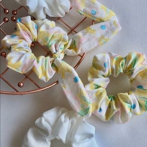 Accessories - Floral with bow scrunchie